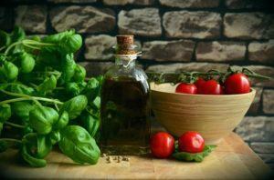 バジルとトマトの画像