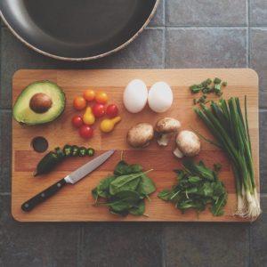 まな板の上の食材画像