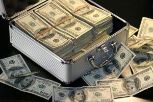 積み重なったドル紙幣