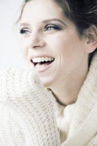 歯の綺麗な女性の画像